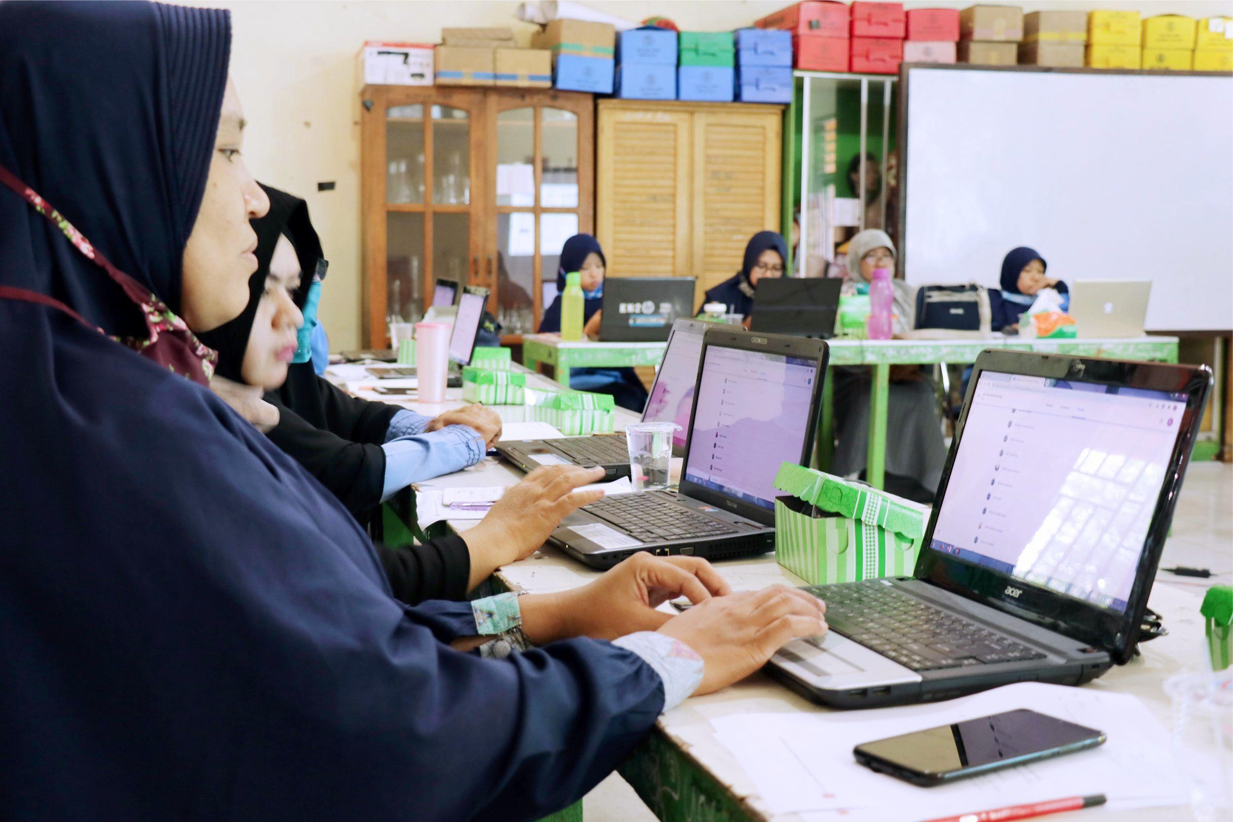 Persiapan Pembelajaran Online, Guru SMP IT YABIS Ikuti Pelatihan DARING