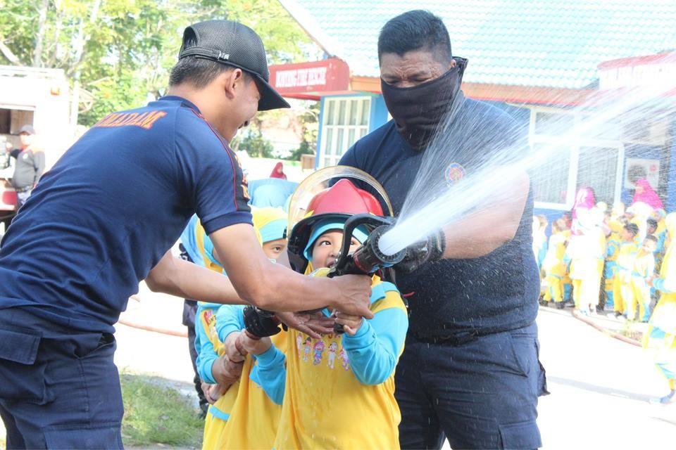 Outing Class, TK IT YABIS Kunjungi Markas Pemadam Kebakaran Kota Bontang