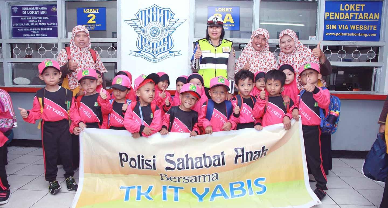 Polisi Sahabat Anak, TK IT YABIS Kunjungi Polres Bontang
