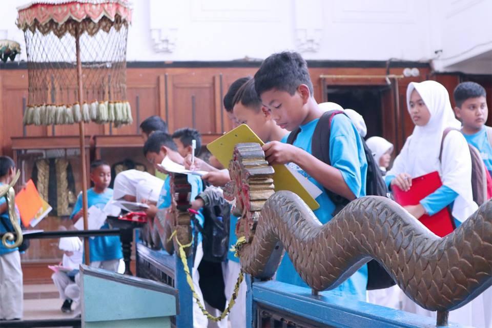 Belajar Sejarah, Ratusan Siswa SD IT YABIS Kunjungi Museum Tenggarong