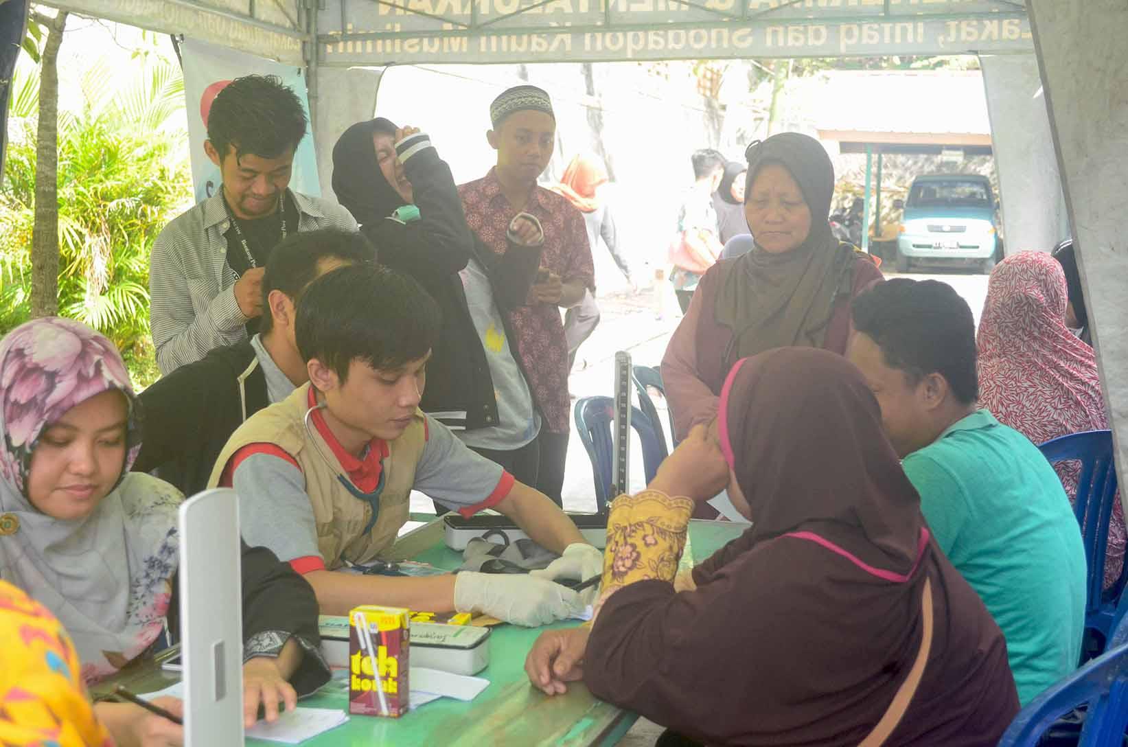 Cek kesehatan yang di tangani oleh team RSIB